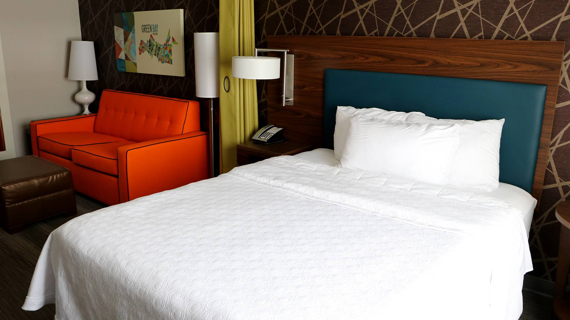 Greater Green Bay has a variety of accommodations to suit your needs, whether you're looking for a quaint bed and breakfast, your favorite chain brand hotel or the most convenient by location.